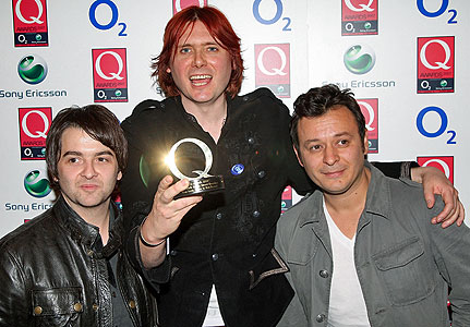 Manic Street Preachers versionando Umbrella