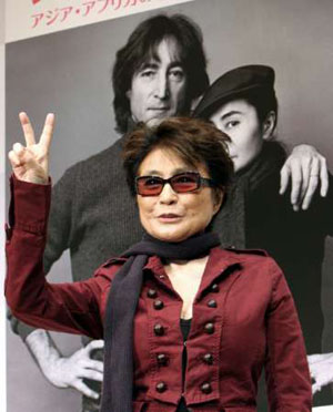 Yoko Ono a la carga 