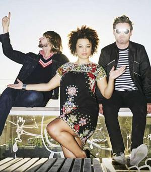 Sneaky Sound System y su lbum debut 
