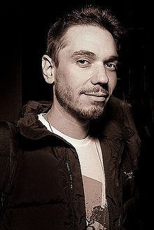 Encuentran muerto a DJ AM 