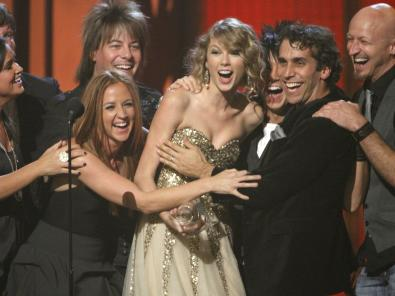 Taylor Swift triunfa en los CMA Awards 2009