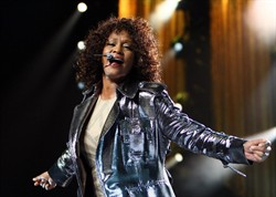 Whitney Houston asegura estar bien tras su salida del hospital