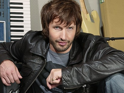 James Blunt pide que compren sus discos 