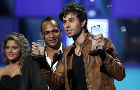 Enrique Iglesias arrasa en los Billboard Latino 2011