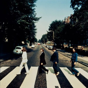 Se subasta una nueva foto de The Beatles caminando en Abbey Road