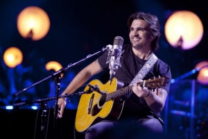 "Juanes recibe el disco de oro por su ""MTV Unplugged"""