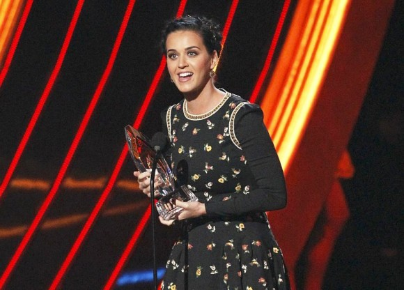 people-s-choice-awards-2013-music-winners-katy-perry-leads-with-four-gongs