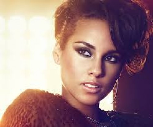 Alicia Keys y Maxwell juntos en el video de Fire We Make
