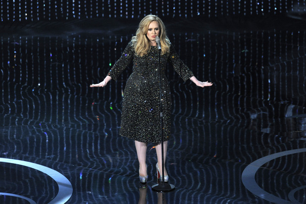 movies-adele-oscars-skyfall-on-stage