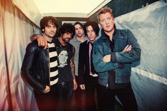 Queens of the Stone Age presentan un nuevo tema, Keep Your Eyes Peeled