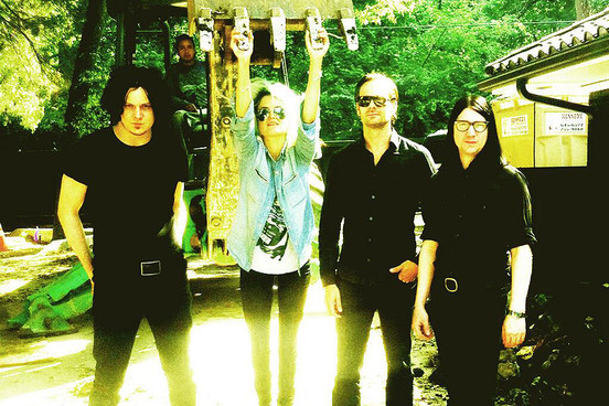 2013DeadWeather_ThirdManRecords_Twitter_290813