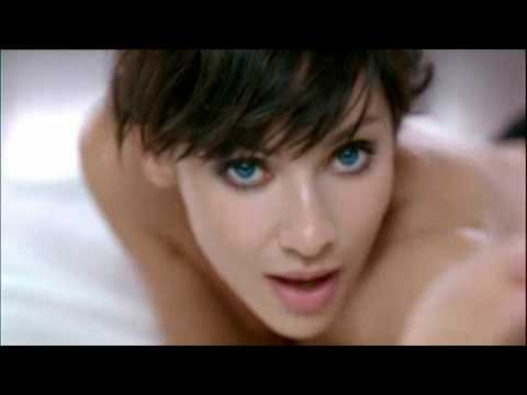 Natalie Imbruglia aparece en top-less en su nuevo video