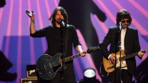 "Dave Grohl hace un cover de ""Hey Bulldog"" de The Beatles"