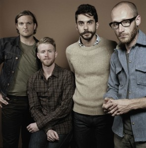 "Cold War Kids anuncian nuevo disco, ""Hold my Home"""