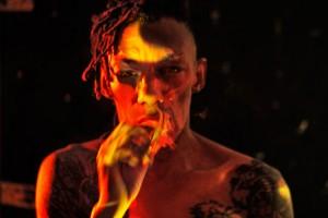 Tricky estrena vídeo de  'Sun Down'  con actor de The Walking Dead