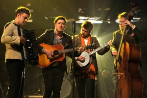 Mumford and Sons vuelven al estudio junto a James Ford
