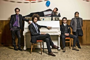 "Escucha el nuevo single de Passion Pit ""Lifted Up (1985)"""