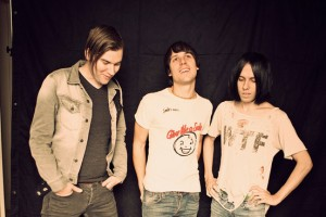 """The Cribs lanza nuevo single """"Burning For No One"""""""
