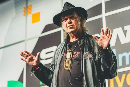 "Mira el nuevo video de Neil Young, ""Rock Starbucks"" 1"