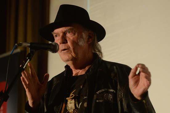 "Mira el nuevo video de Neil Young ""Wolf Moon"" 1"